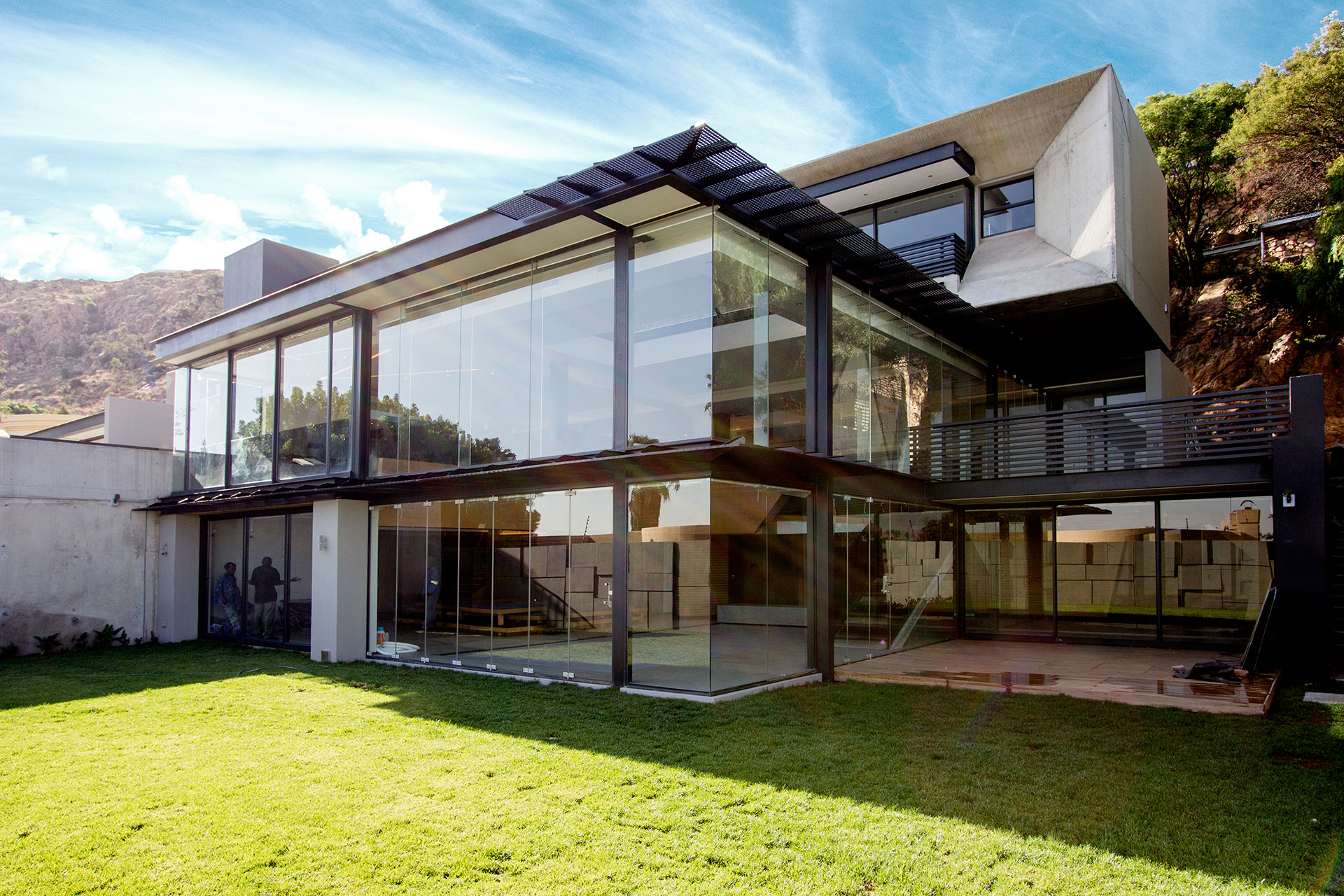 triple-storey-house-with-aluminium-windows-and-doors